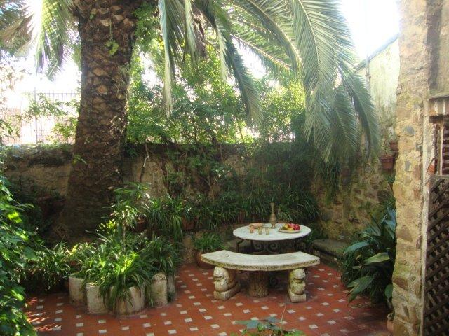 moors-shaded-courtyard-in-caceres
