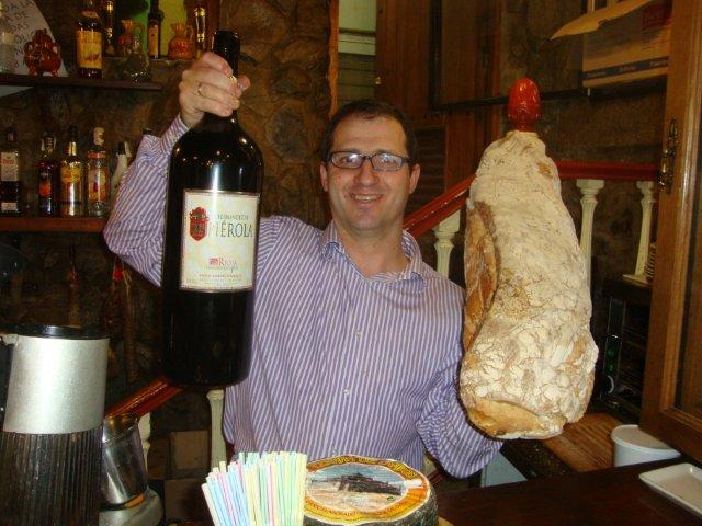 wine-and-iberico-ham-in-caceres